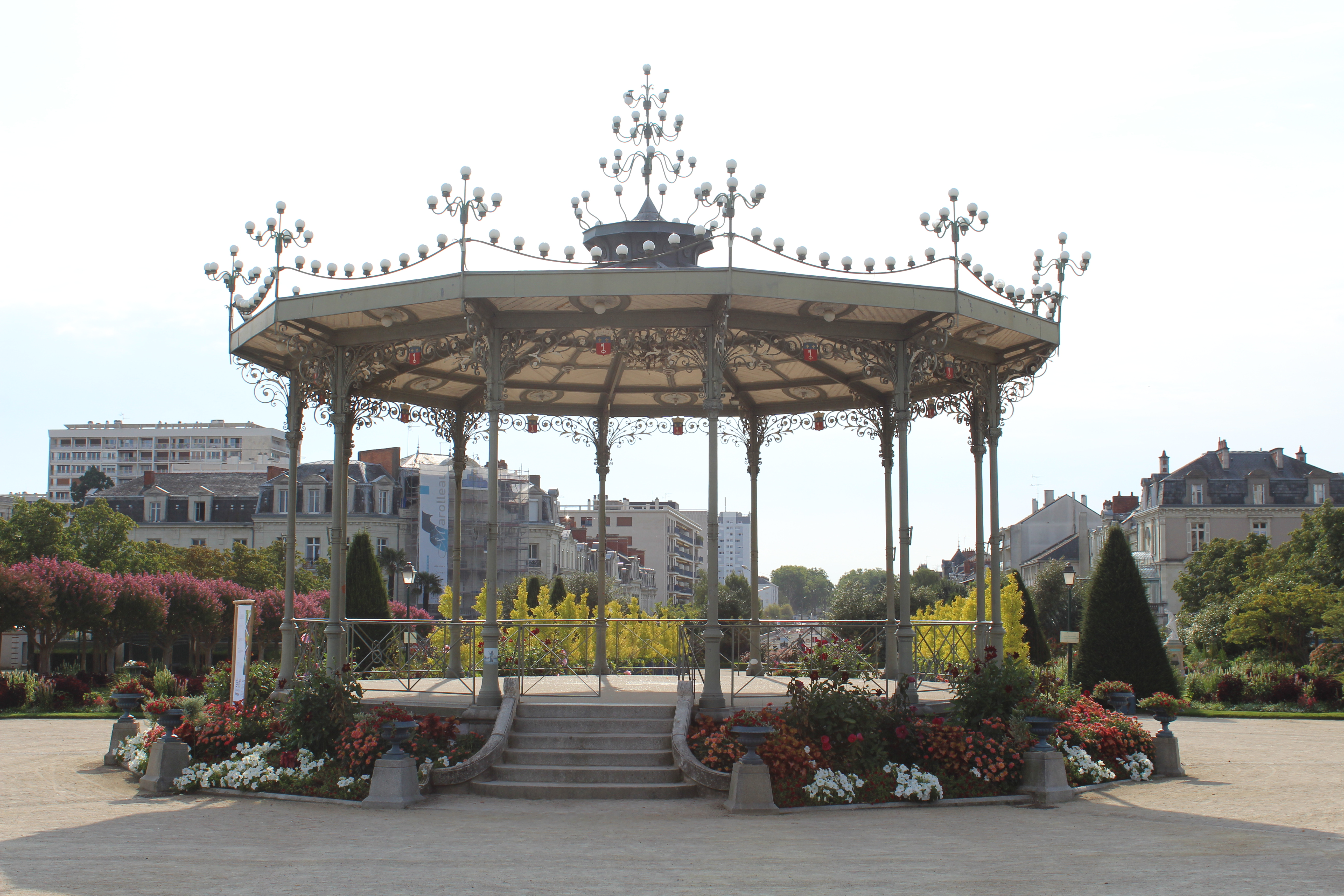 File:Kiosque Jardin Mail Angers 1.jpg - Wikimedia Commons