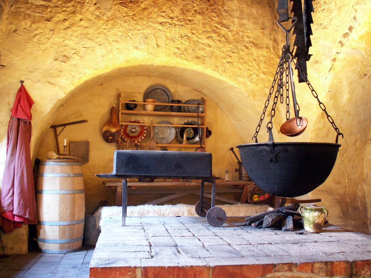 Кухня в замке картинки