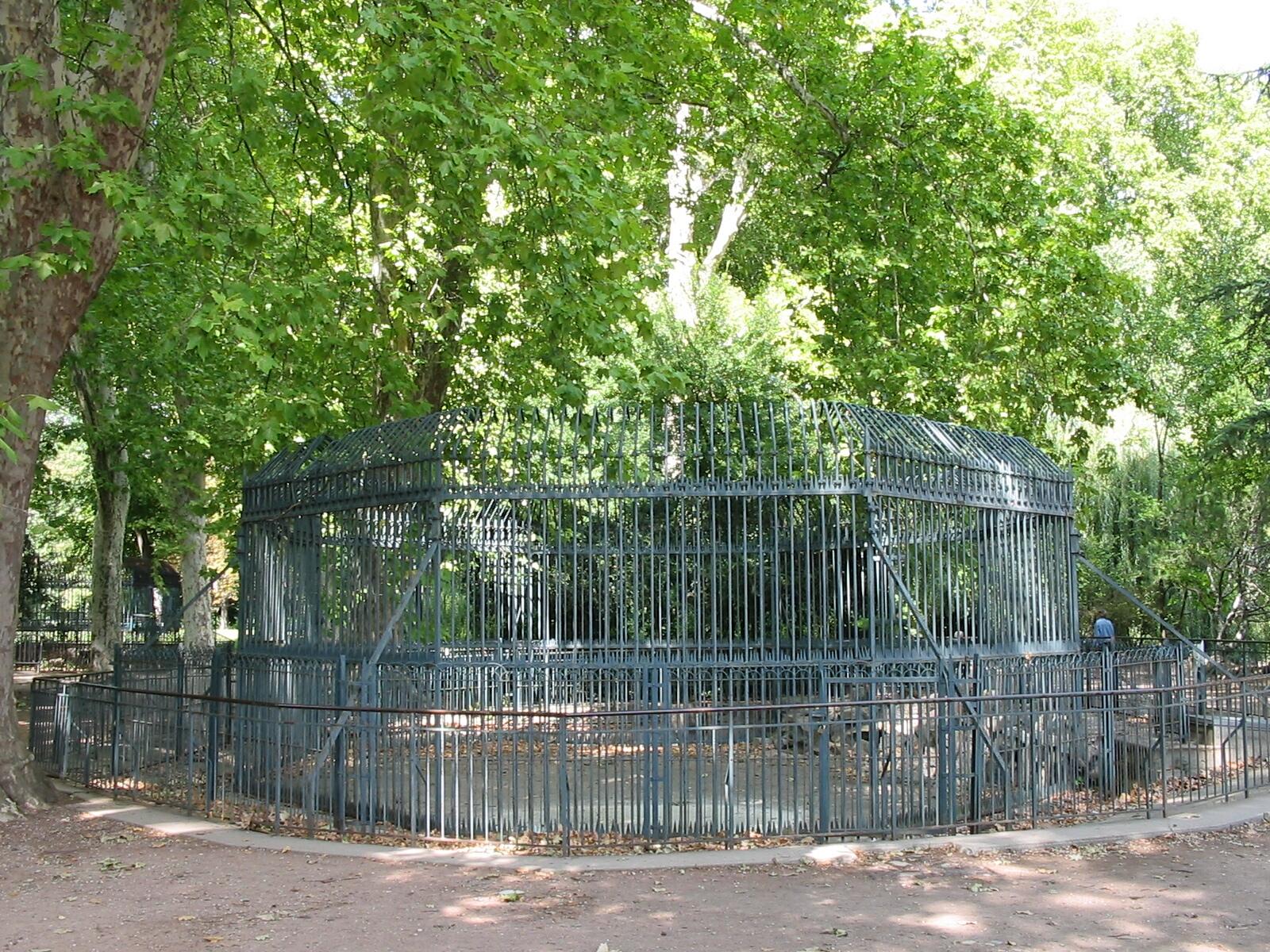 file l 39 ancienne cage aux ours parc de la t te d 39 or lyon jpg wikimedia commons. Black Bedroom Furniture Sets. Home Design Ideas