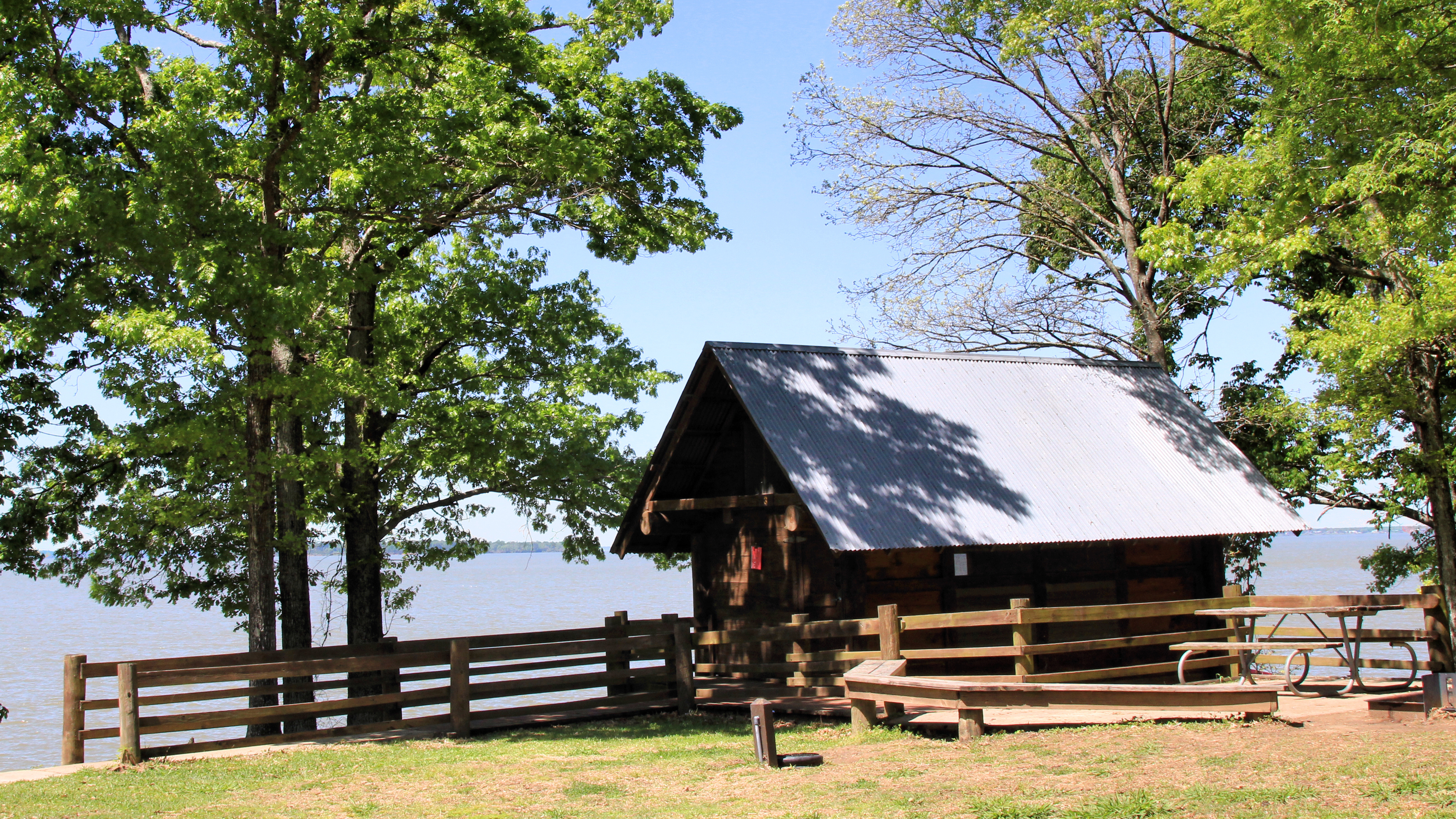 Bon File:Lake Livingston State Park Cabin