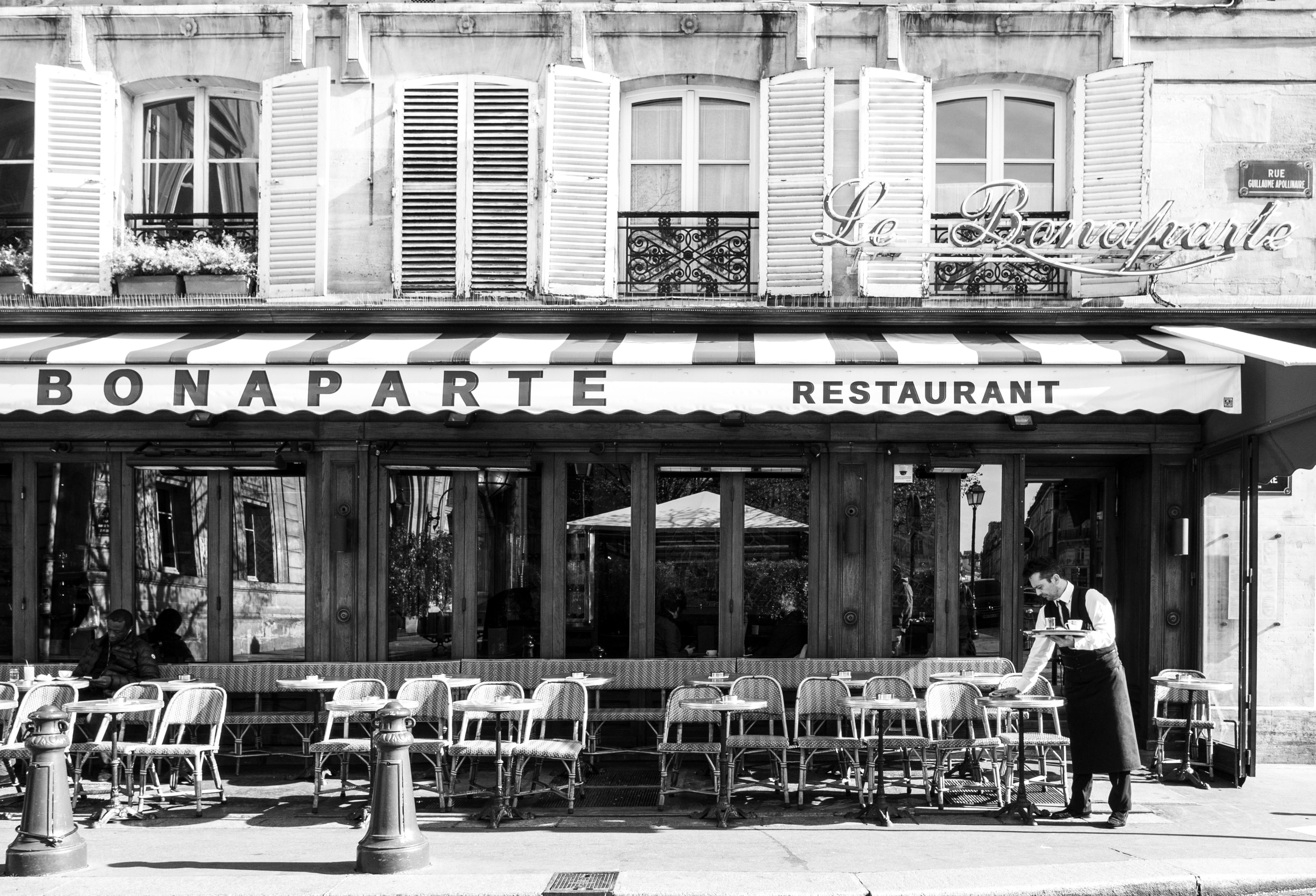 Bien 21 Rue Bonaparte 75006 Paris #13: File:Le Bonaparte, 42 Rue Bonaparte, 75006 Paris, France November 2016.