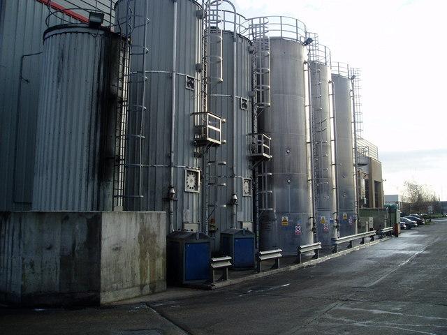 File:Le Pain Croustillant Ltd - cooling towers - geograph.org.uk -
