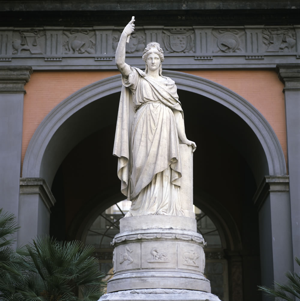 Sculpture de Francesco Liberti dans le Palais Royal de Naples. Photo de Giovanni Lista