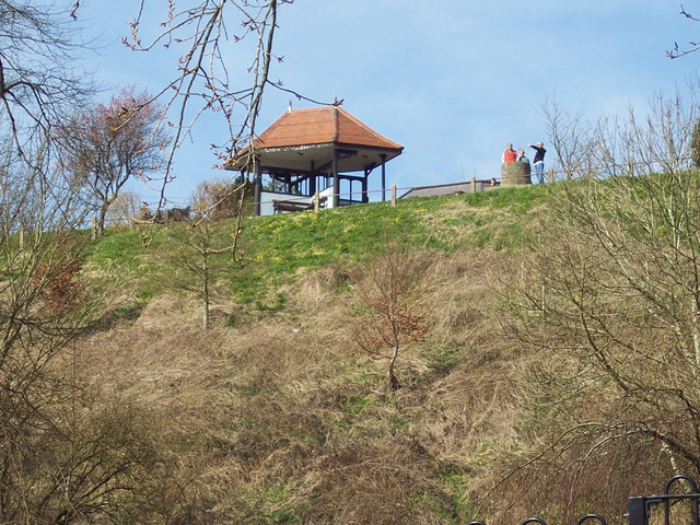 Looking up at the viewpoint at Abbey Walk, Shaftesbury - geograph.org.uk - 361026