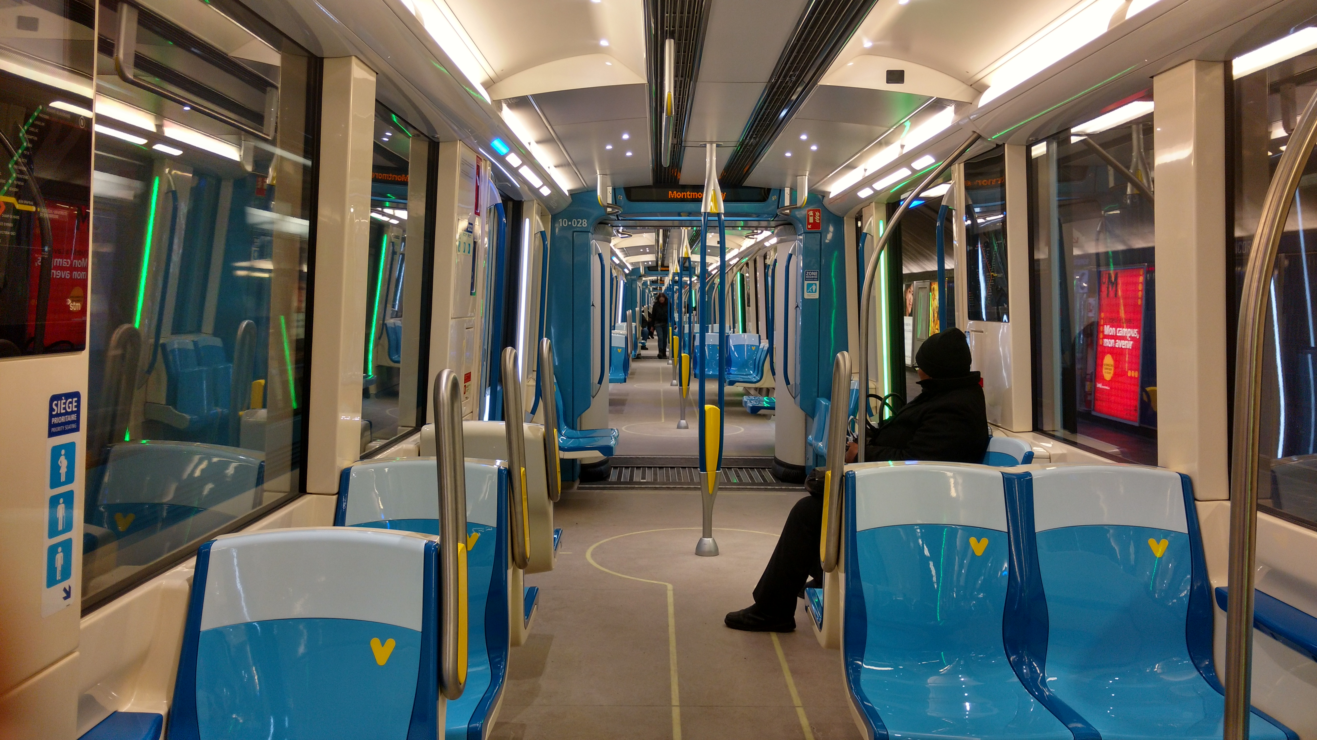 File metro azur wikimedia commons for Metro interieur
