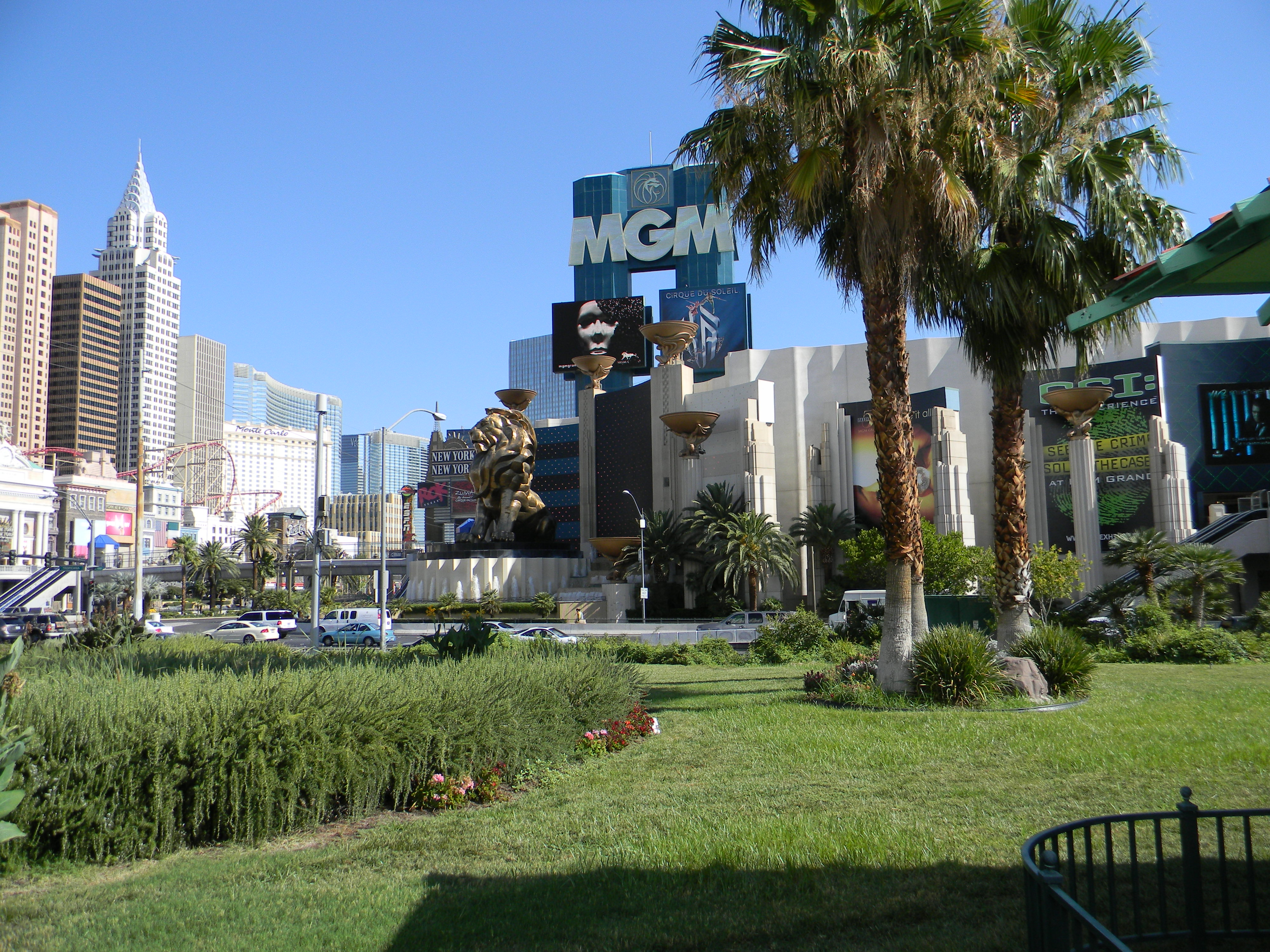 File Mgm Grand Hotel Las Vegas Entrance Lion Jpg Wikimedia Commons