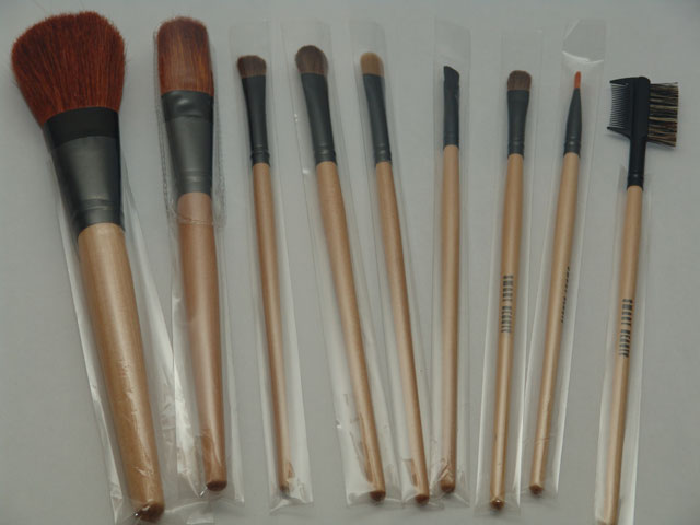 File:Make-up brushes.jpg