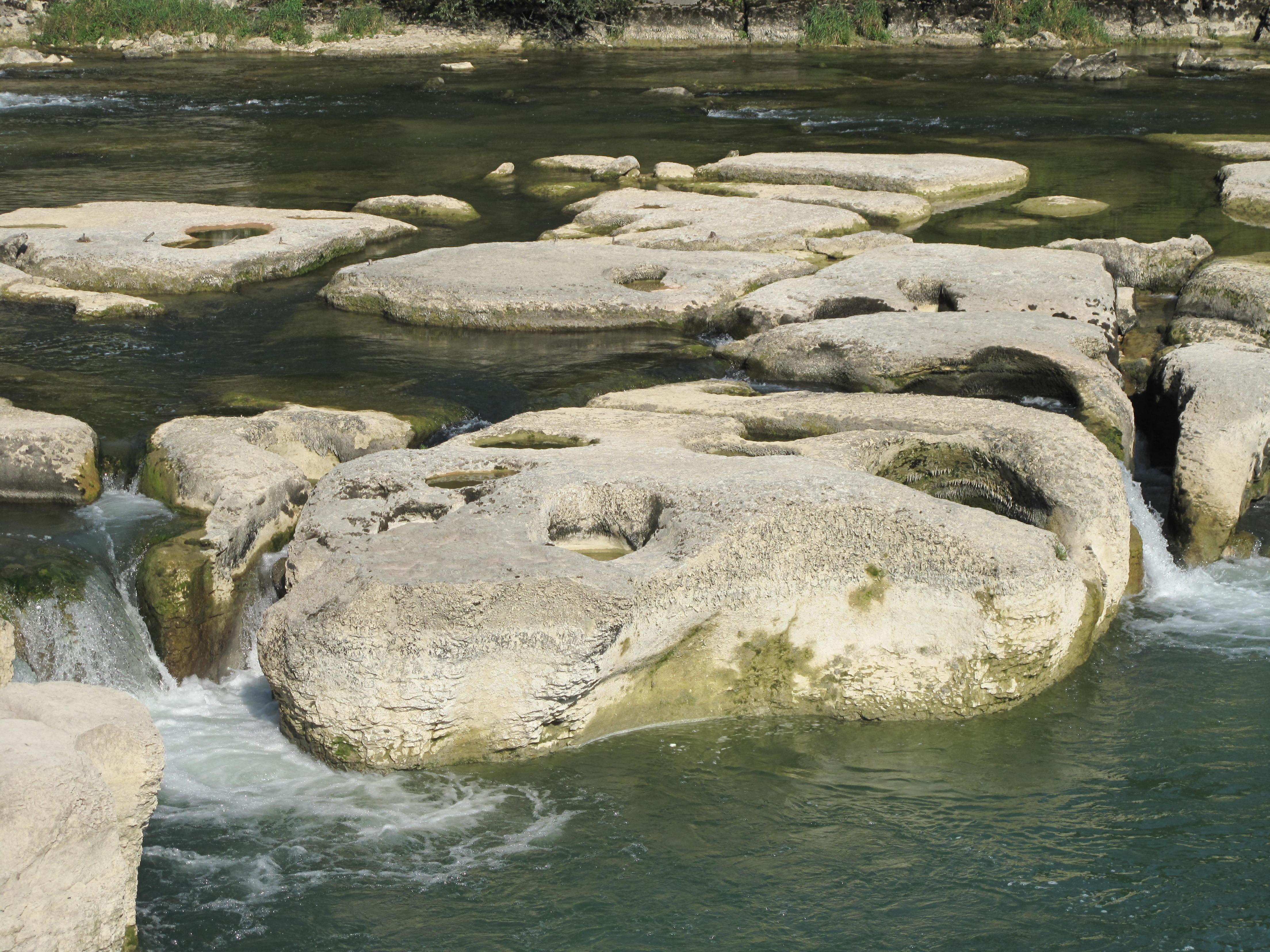 Marmites de géant au Saut de la Saisse