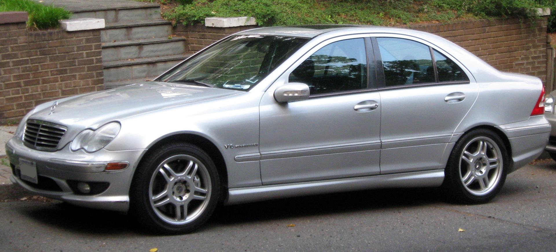 File:Mercedes-Benz C32 AMG -- 06-10-2011.jpg - Wikimedia ...