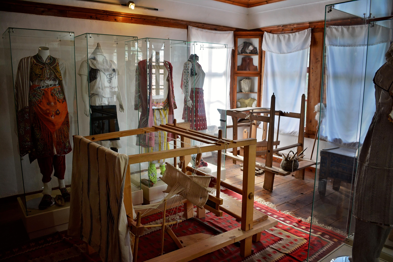 File Muzeu Etnologjik Ne Prishtine Jpg Wikimedia Commons