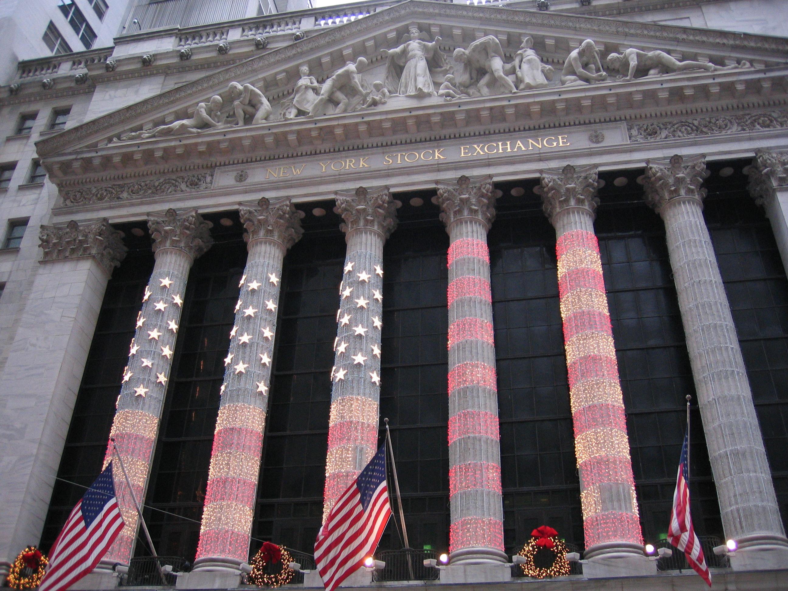 http://upload.wikimedia.org/wikipedia/commons/b/b2/NYSE_Xmas_Time.JPG