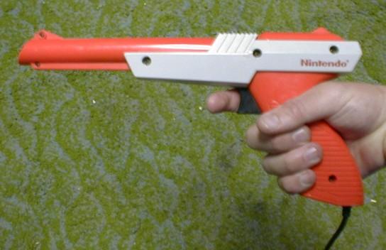 Archivo:Nintendo Zapper orange.jpg