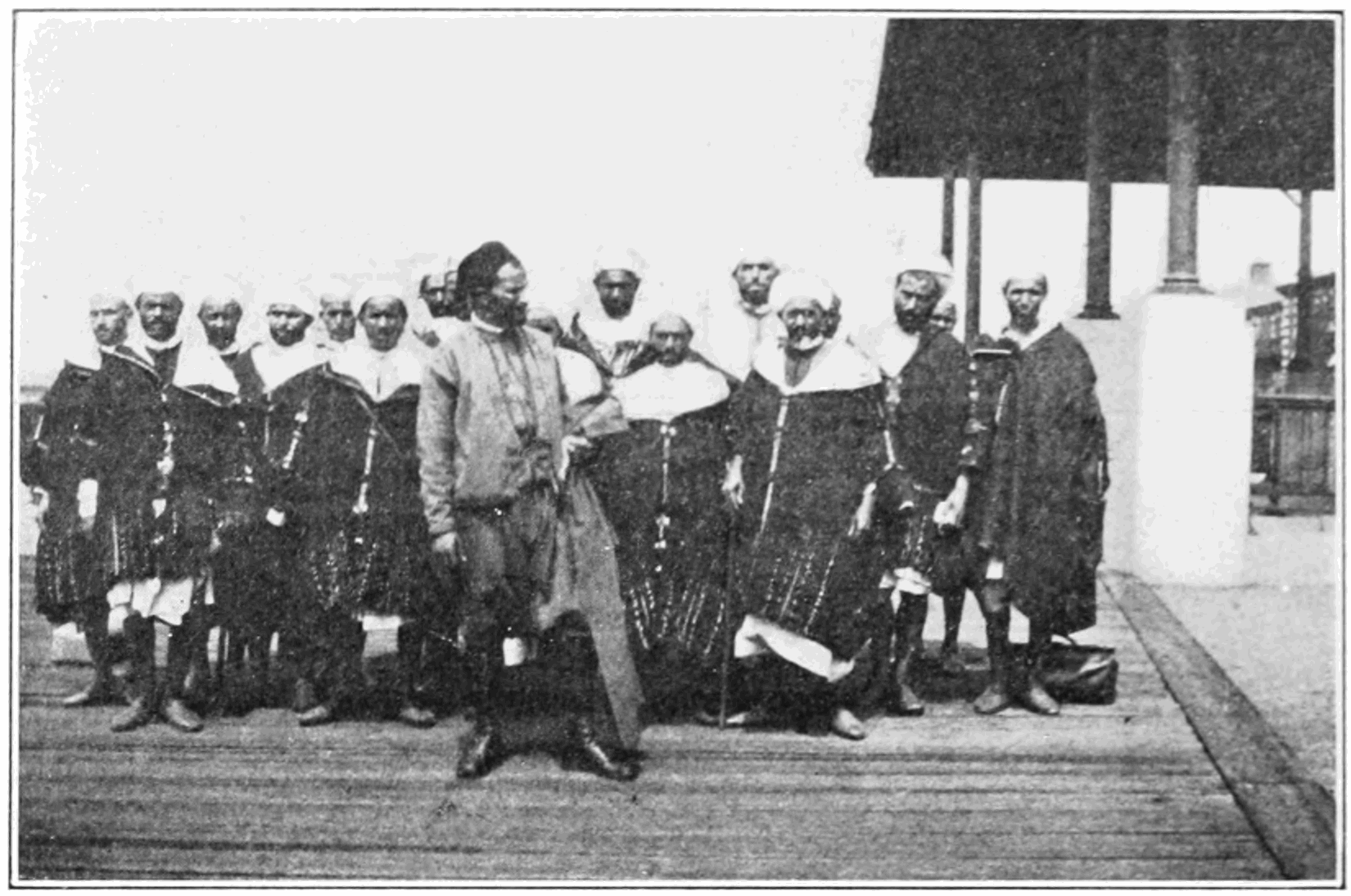 PSM V83 D340 Algerian arabs at ellis island.png