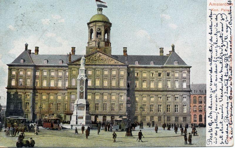 Palais Royal d'Amsterdam en 1905 avec une statue aujourd'hui disparue. La statue commémorait la campagne de 10 jours contre l'indépendance de la Belgique. Elle s'est rapidement détériorée après sa construction et a été détruite.