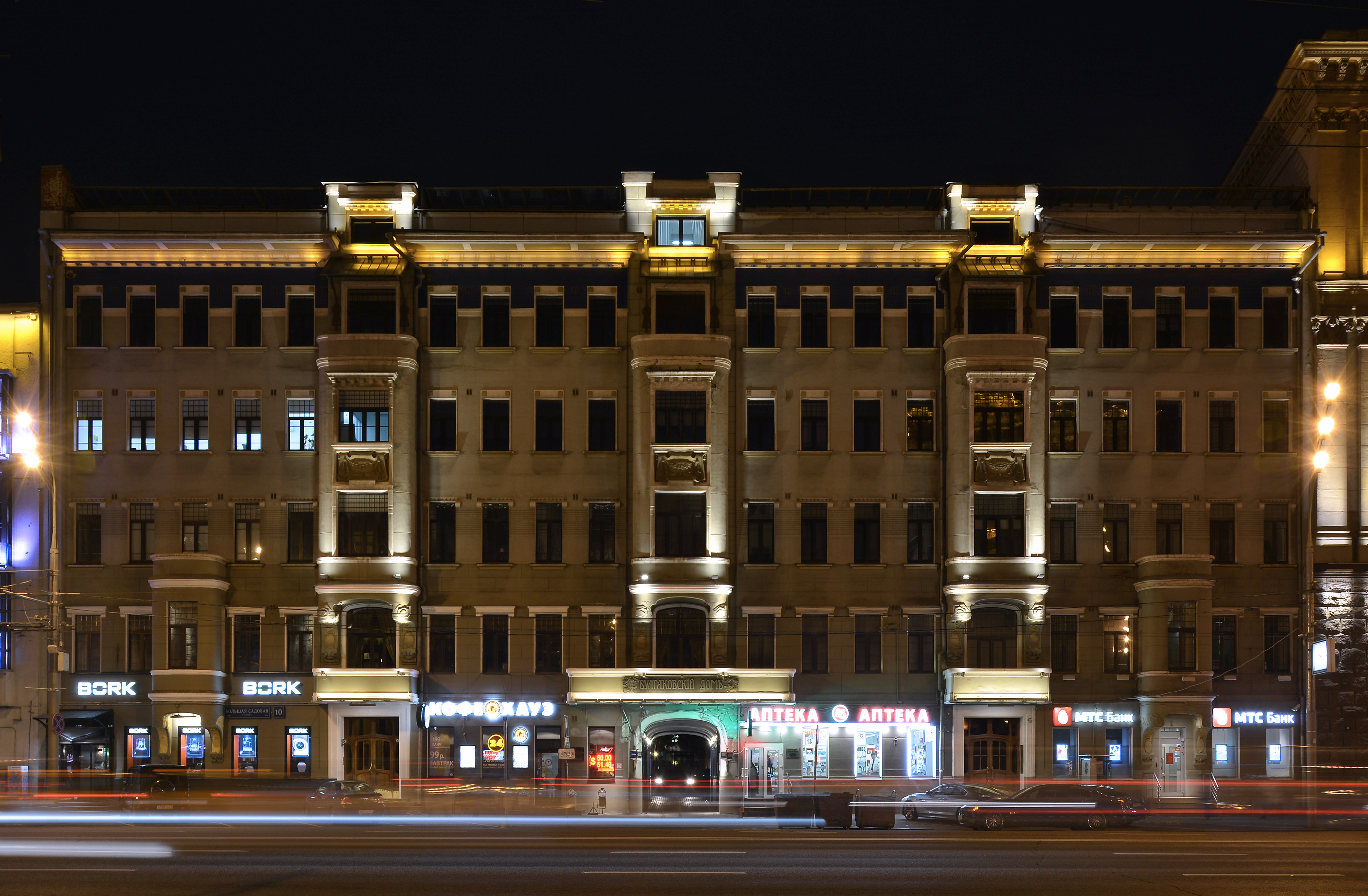 filepigits apartment house at night 01jpg - Brown Apartment 2015