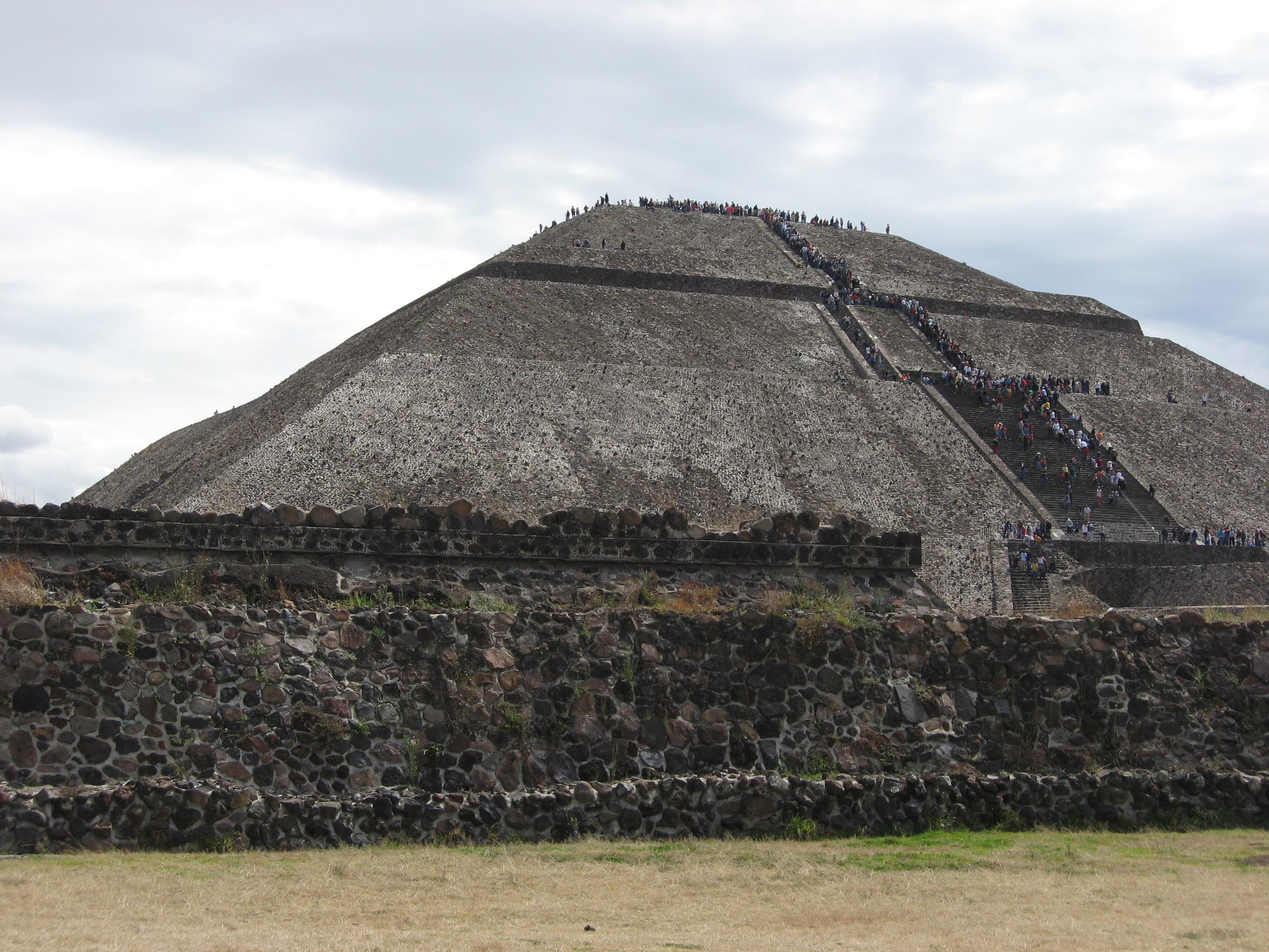 Description Piramide del Sol.JPG