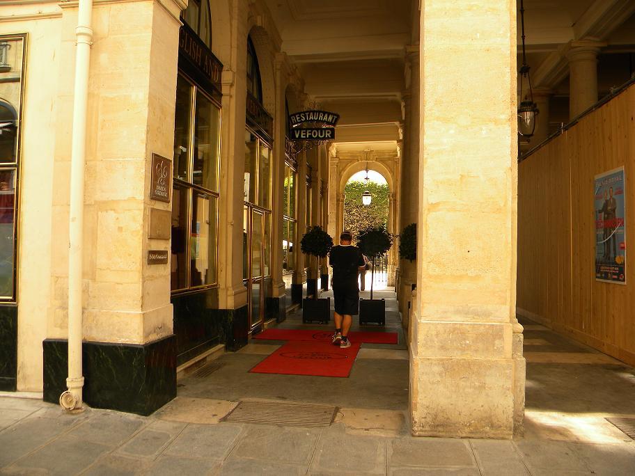 File restaurant vefour jardin du palais royal paris jpg for Restaurant paris jardin