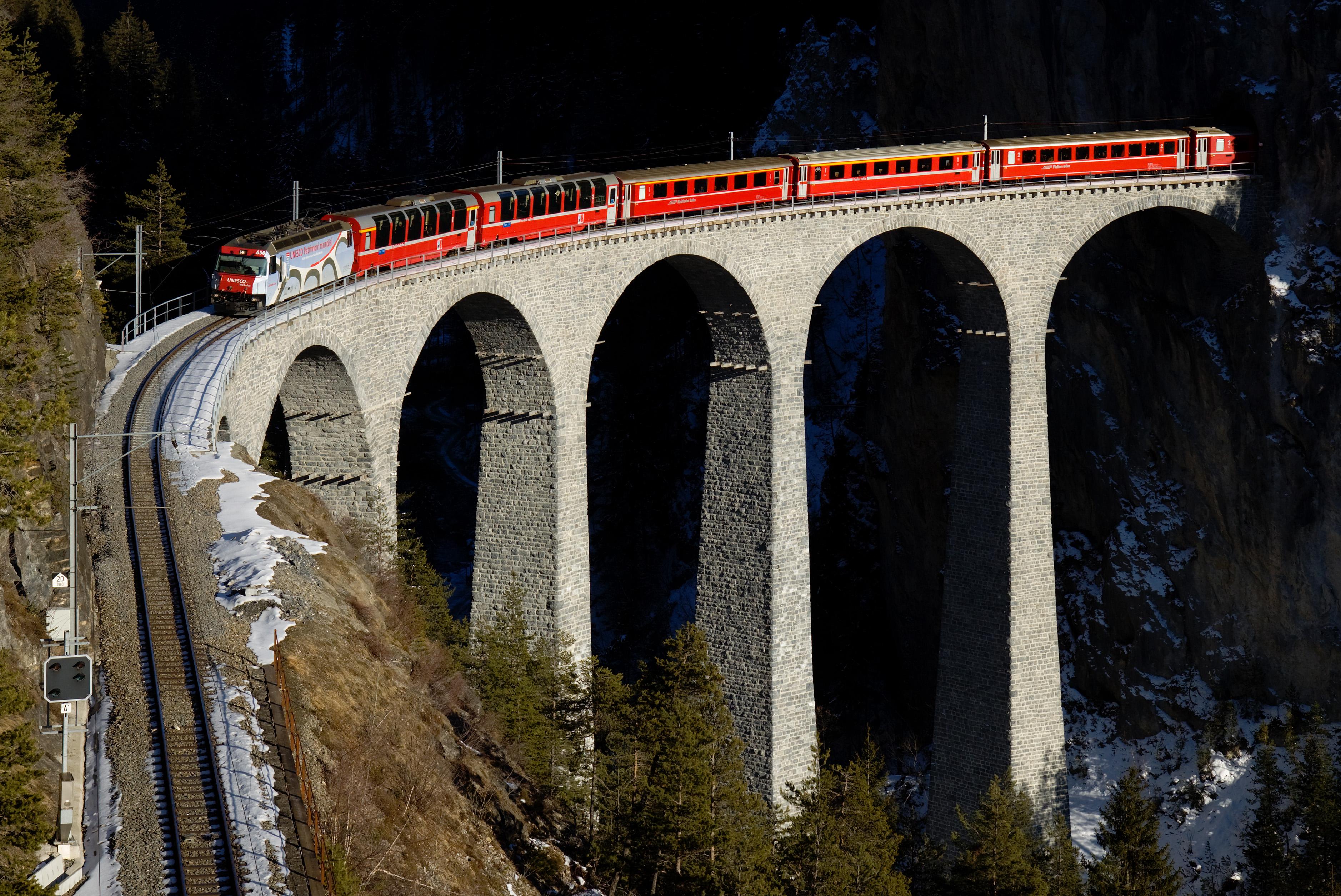Landwasser Viaduct In Graubunden Switzerland 3755x2509