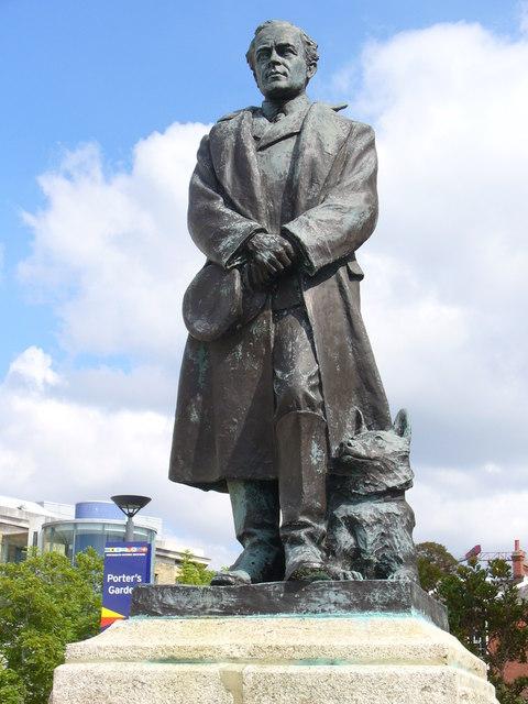 פסל לזכרו של רוברט פלקון סקוט (ויקיפדיה) - הפודקאסט עושים היסטוריה עם רן לוי