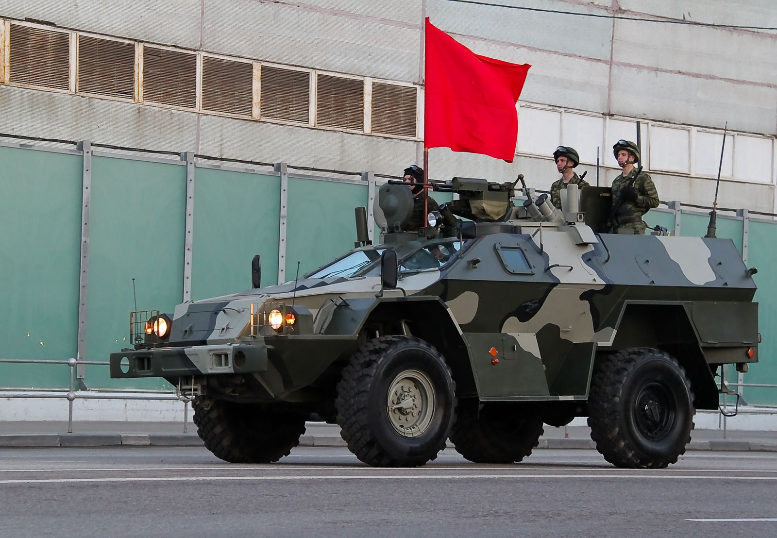 http://upload.wikimedia.org/wikipedia/commons/b/b2/Russian_BPM-97_APC.jpg?uselang=ru