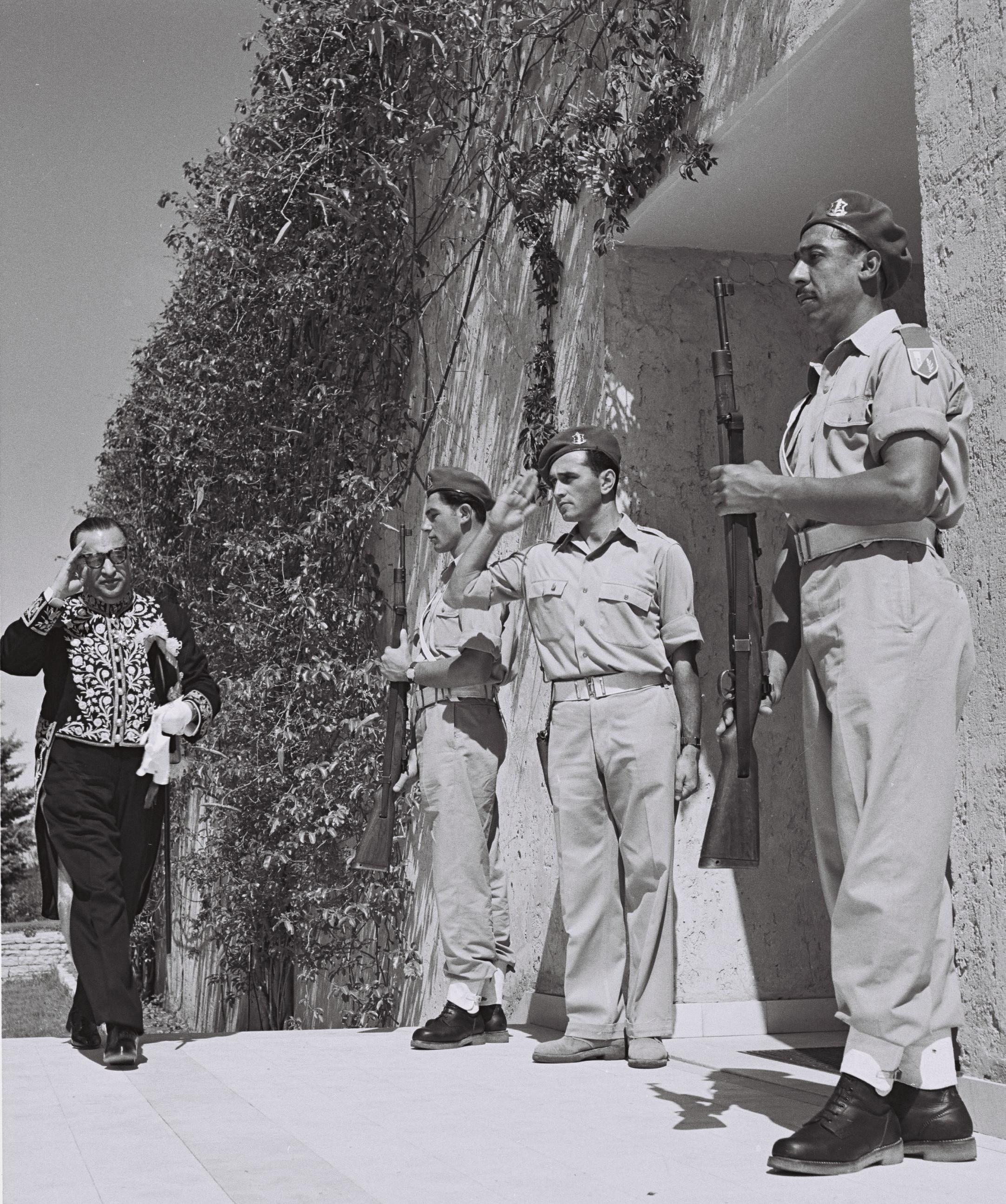 Iranian minister Reza Saffinia arriving at the house of Israeli president Chaim Weizmann in Rehovot on Yom Ha'atzmaut, 1950. Saffinia Israel.jpg