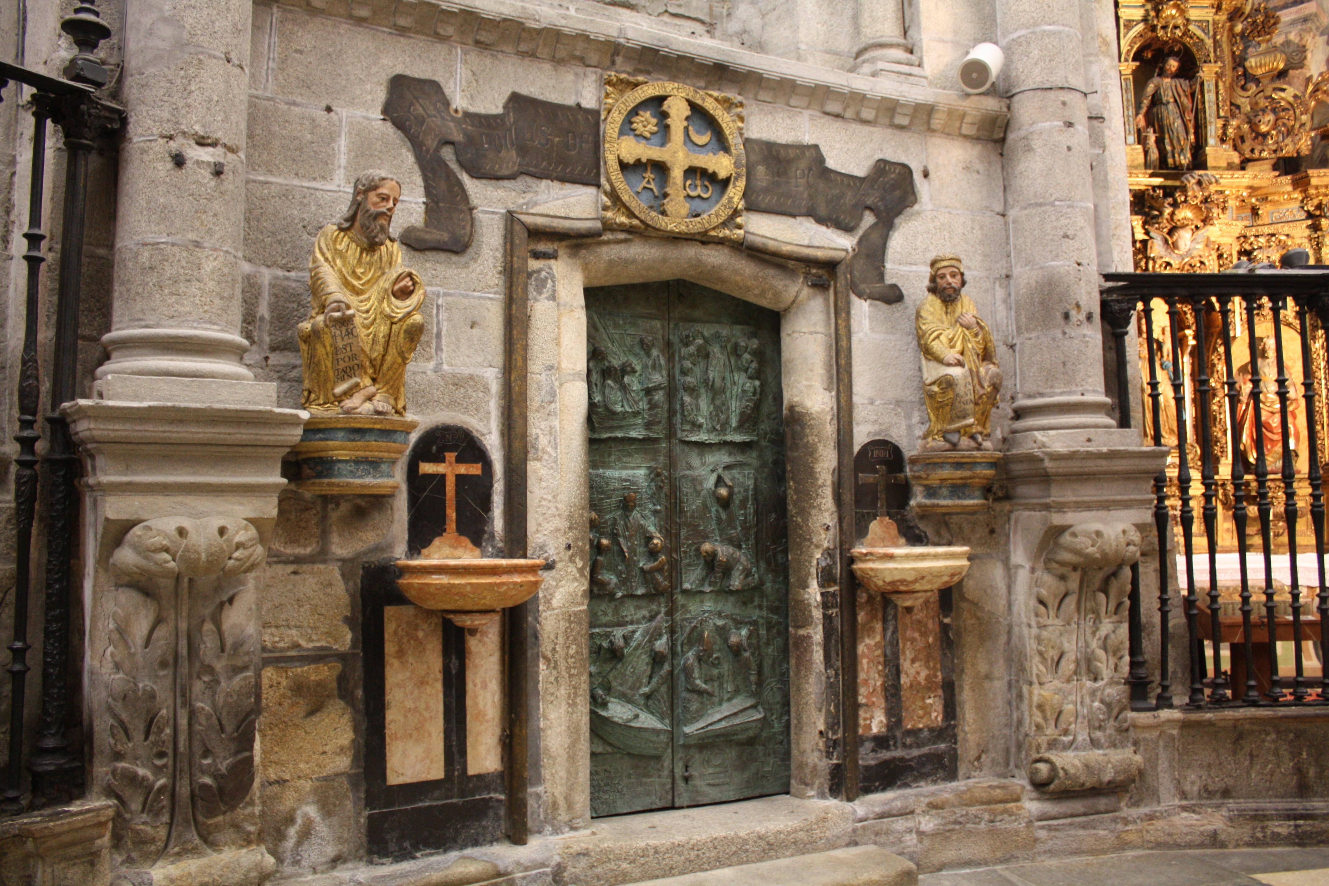 File:Santiago, Catedral Porta Santa 01-02.JPG - Wikimedia Commons