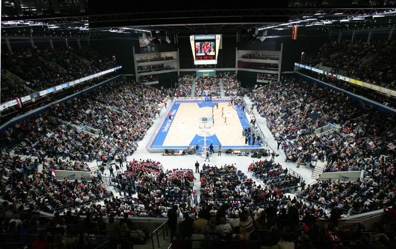 http://upload.wikimedia.org/wikipedia/commons/b/b2/SiemensArenaBasketball.jpg