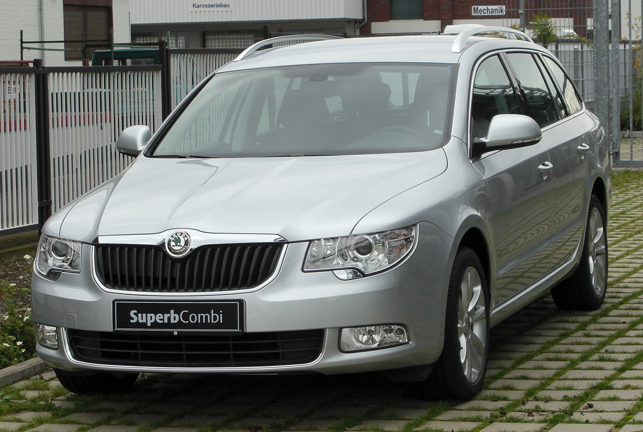 file skoda superb ii combi 1 4 tsi ambition front 1. Black Bedroom Furniture Sets. Home Design Ideas