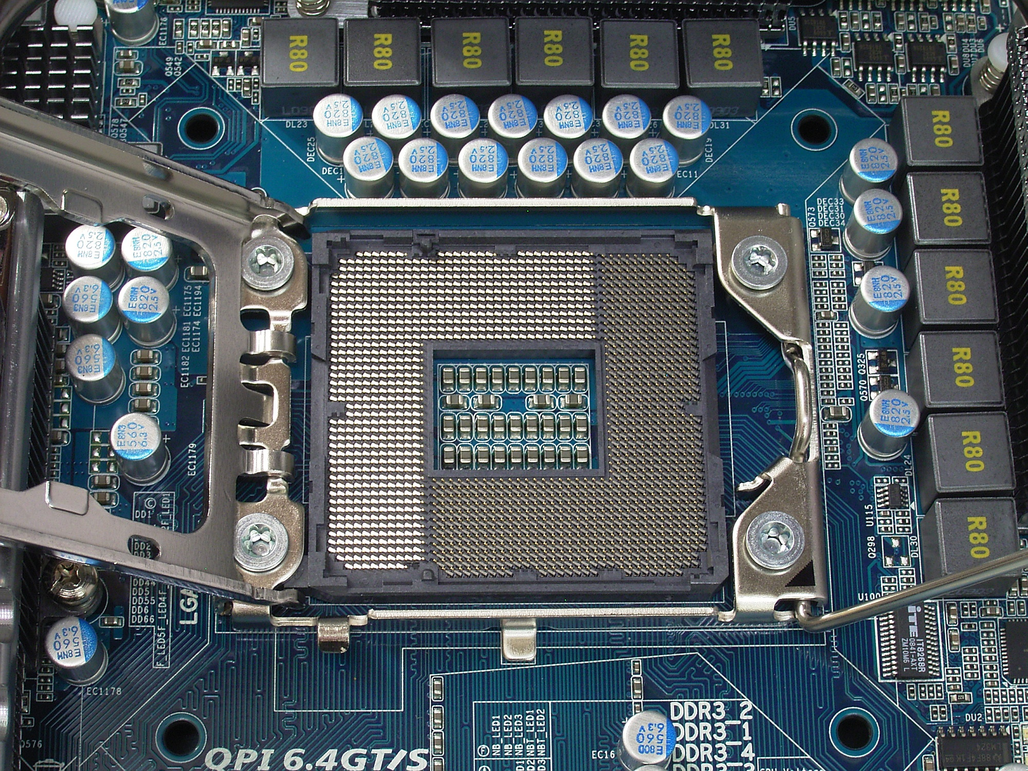 File:Socket LGA 1366 open R7309468 wp.jpg