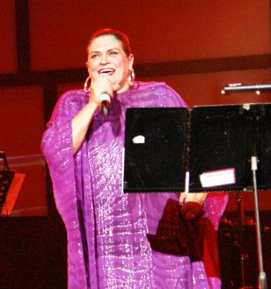 Soledad Bravo cantando