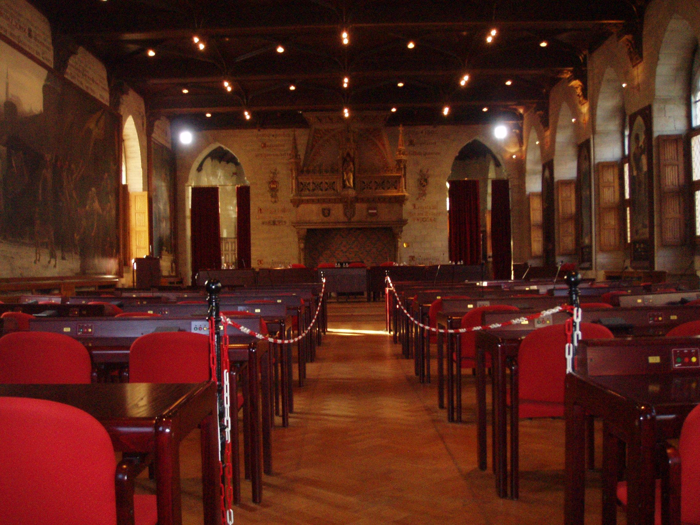 File stadhuis leuven gotische zaal jpg wikimedia commons for Interieur leuven