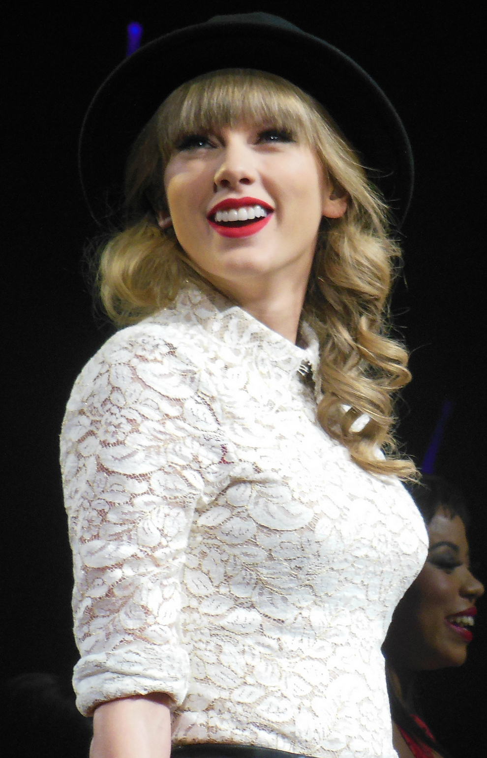 File:Taylor Swift Red Tour 2, 2013.jpg - Wikimedia Commons Taylor Swift