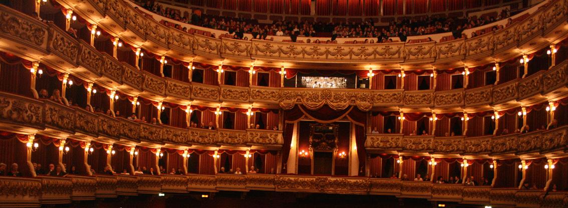 Description de l'image Teatro.Filarmonico.Verona.png.