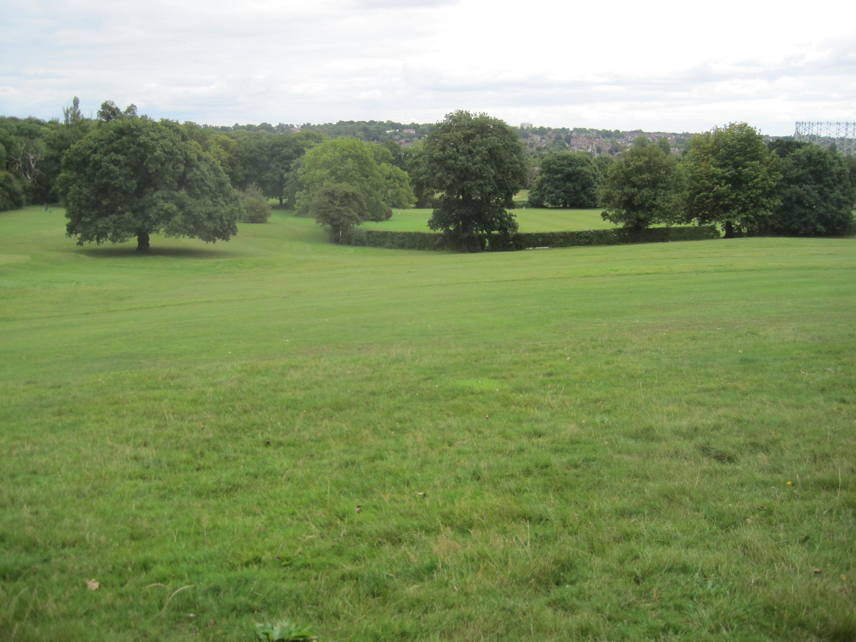 https://upload.wikimedia.org/wikipedia/commons/b/b2/Tudor_Sports_Ground.jpg