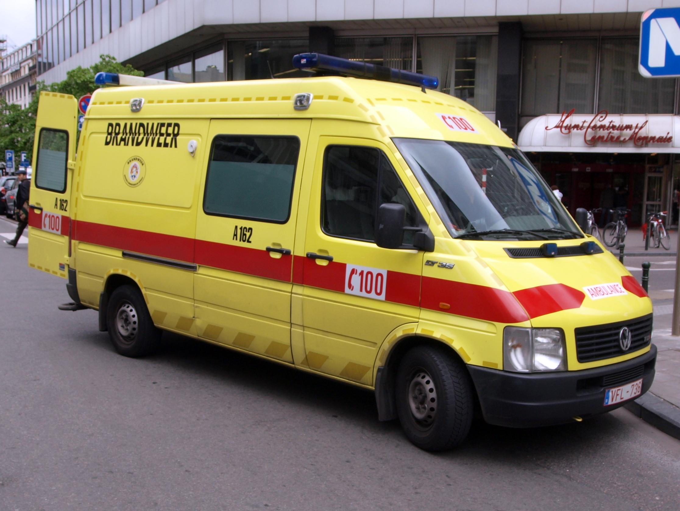 File Vw Ambulance In Bruxelles Belgium Jpg Wikimedia