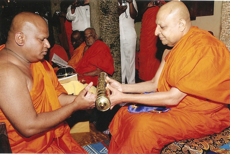 nayaka is the honarary title of Title, mahanayaka of the malwatta chapter of siyam nikaya thibbatuwawe sri  siddhartha sumangala thero (born 30 may 1944) is a sri lankan buddhist   venerable seewalie receiving honorary title from maha nayaka thera of  malwatta.