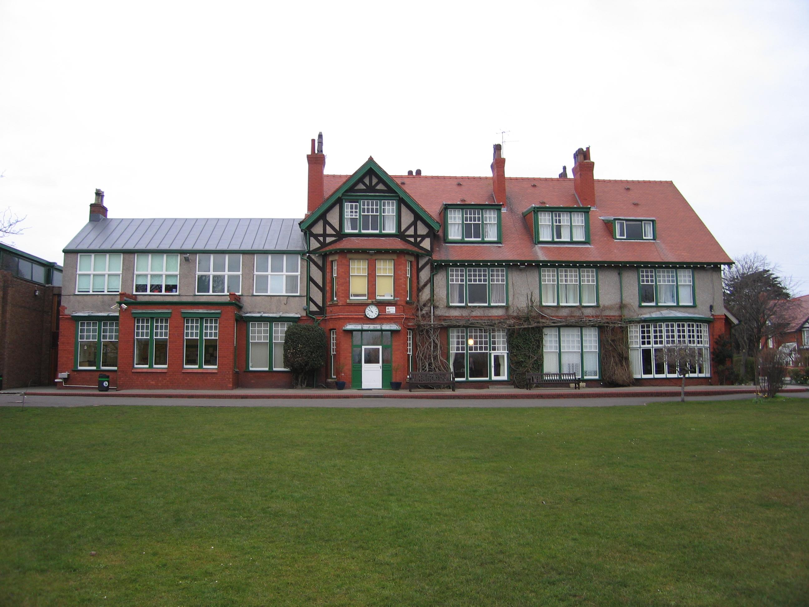 Description watts house building of kingsmead school