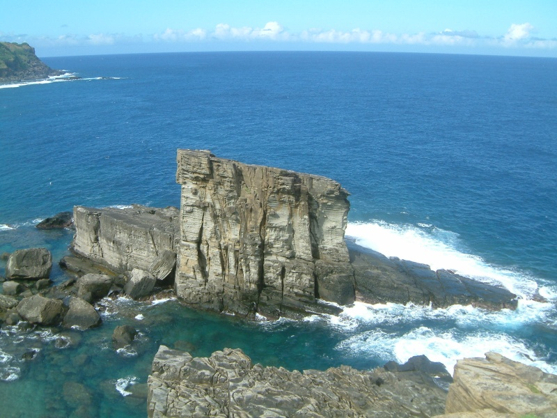 File:Yonaguni-Gunkan-iwa.jpg - Wikimedia Commons
