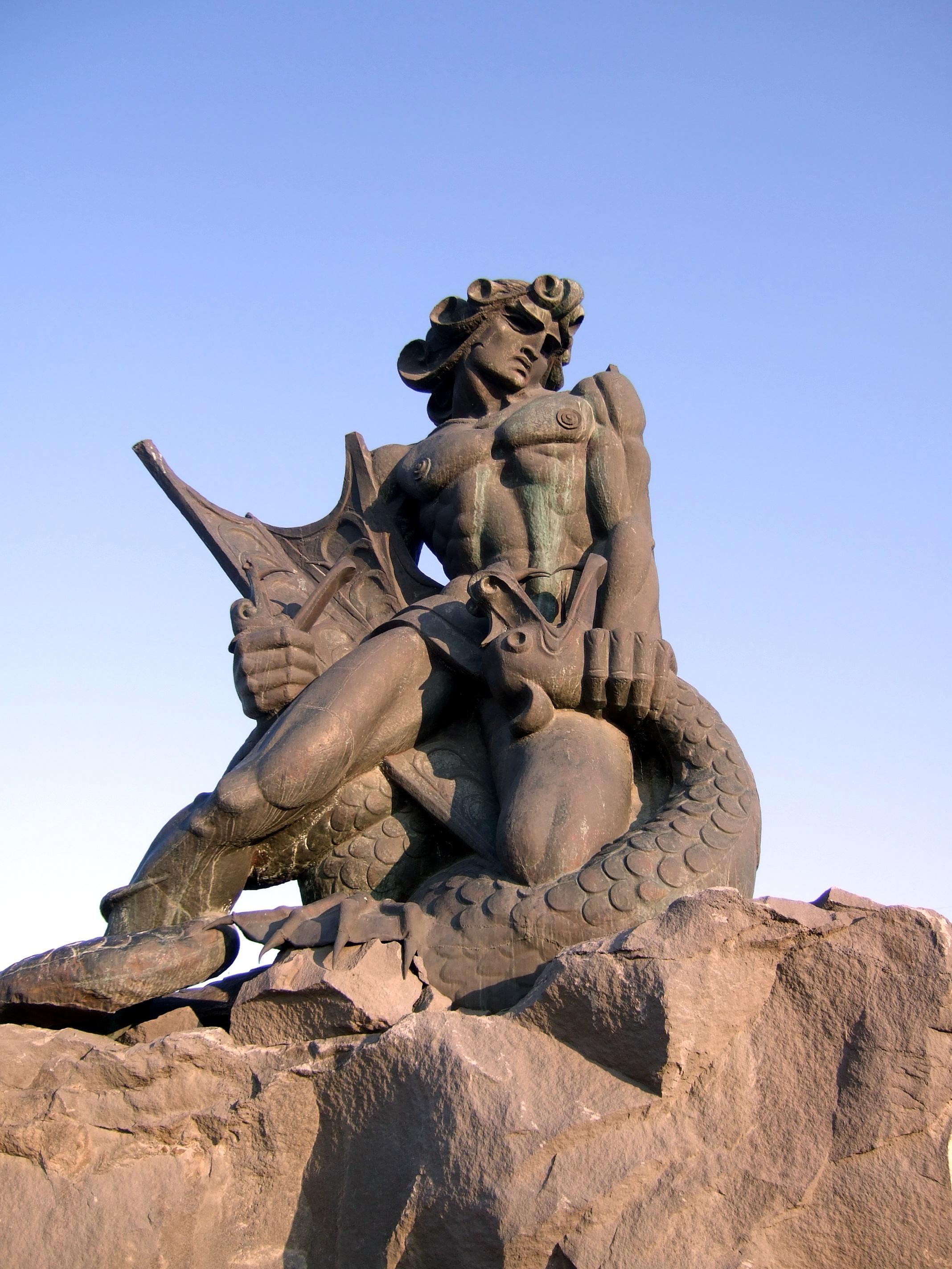 верхней половине армянская мифология в картинках комнаты новый