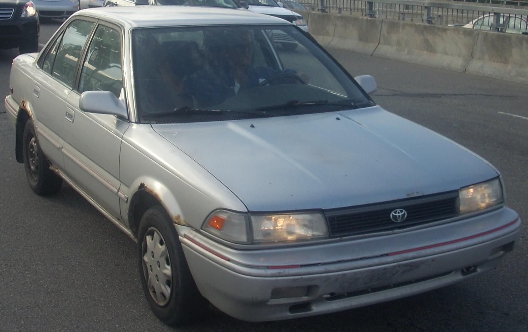 File:1991-92 Toyota Corolla Sedan.jpg - Wikimedia Commons