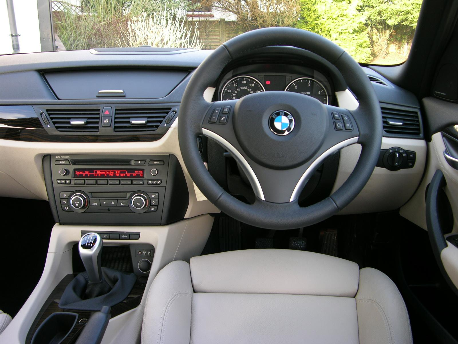 file 2010 bmw x1 sdrive se flickr the car spy 6 jpg wikimedia commons. Black Bedroom Furniture Sets. Home Design Ideas