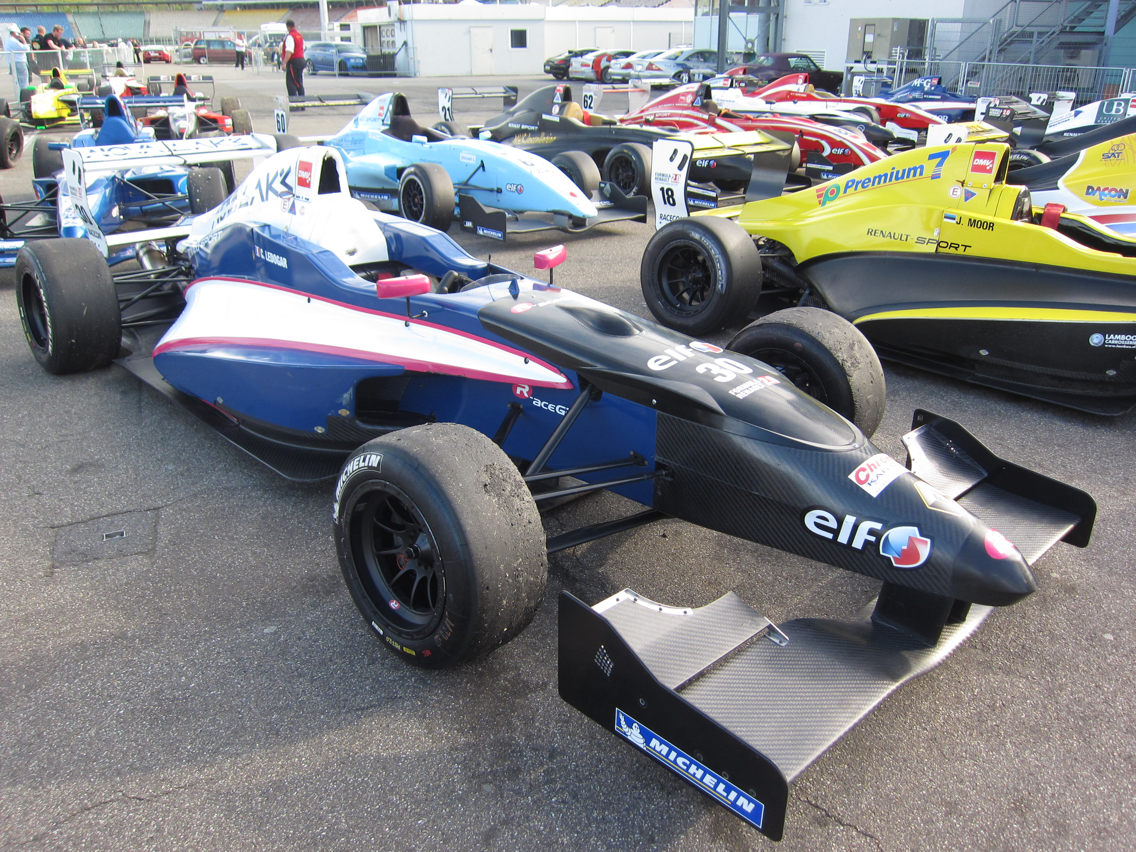 File:2010th Formula Renault 2.0 car (front right view).JPG