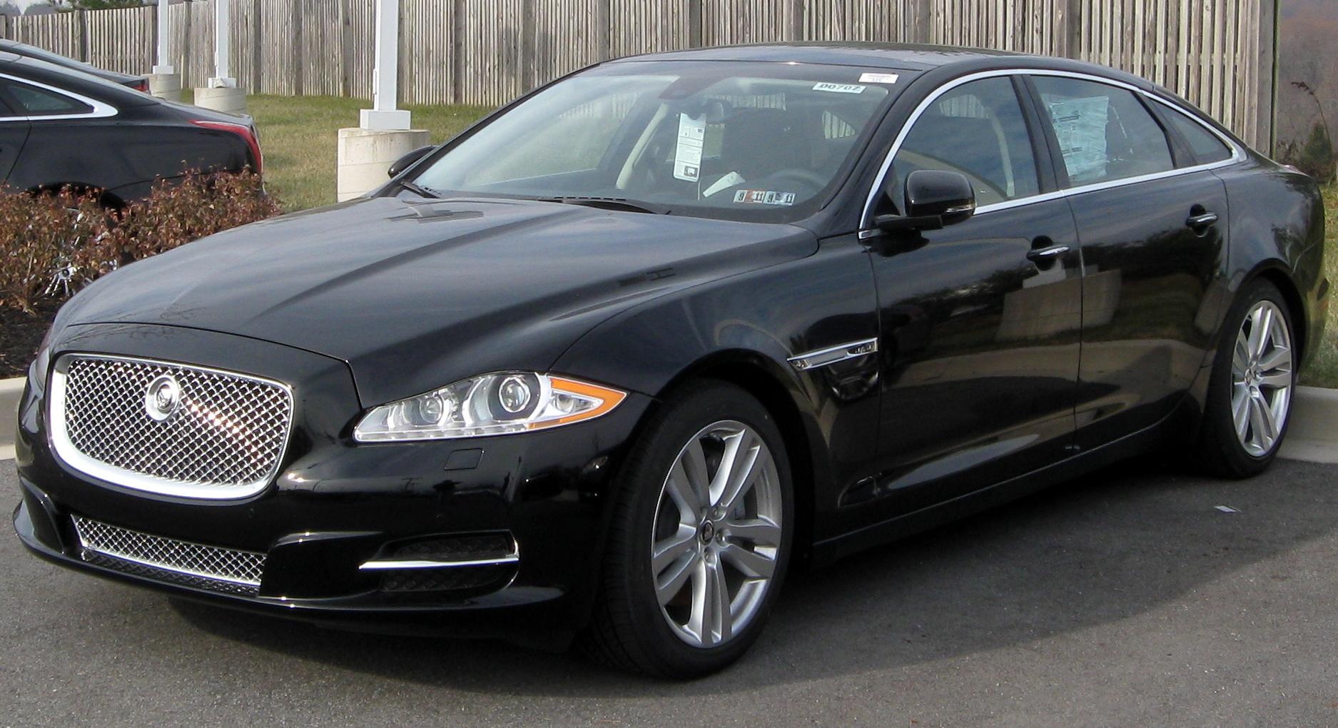 File:2011 Jaguar XJ8 -- 12-31-2010.jpg - Wikimedia Commons