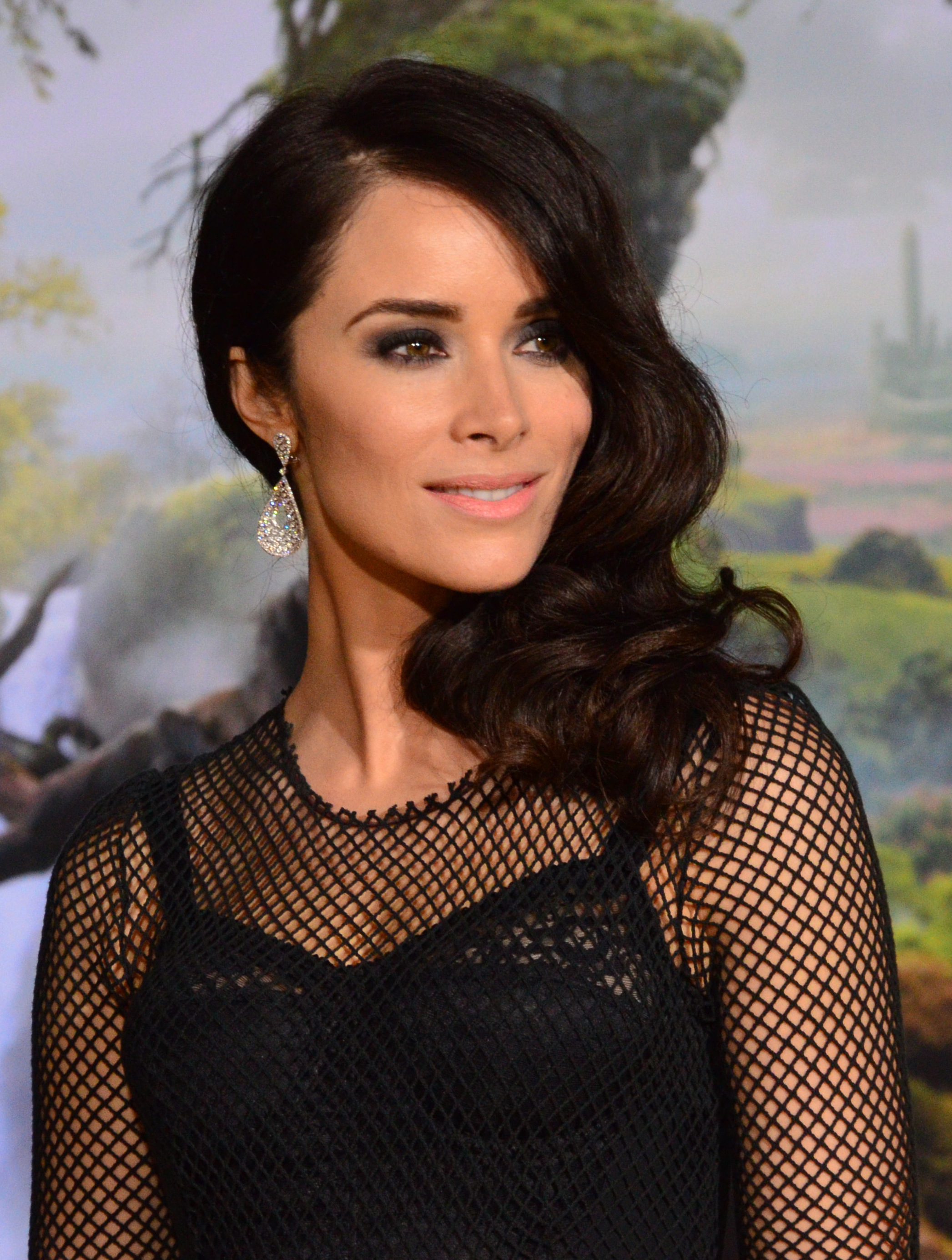 The 35-year old daughter of father Yancy Spencer III and mother Lydia Ann Brown, 165 cm tall Abigail Spencer in 2017 photo
