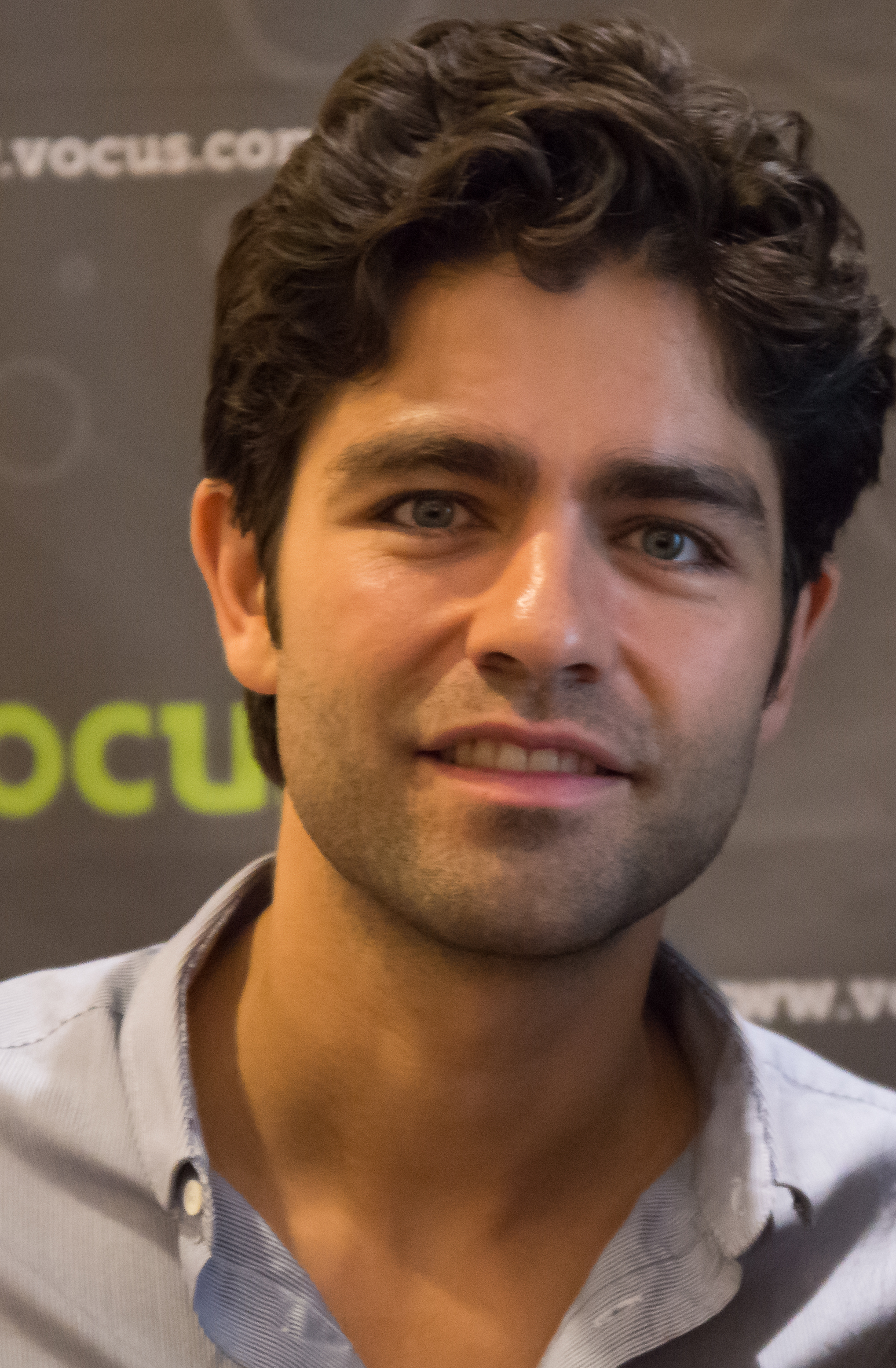 The 41-year old son of father John Dunbar and mother Karesse Grenier, 179 cm tall Adrian Grenier in 2017 photo