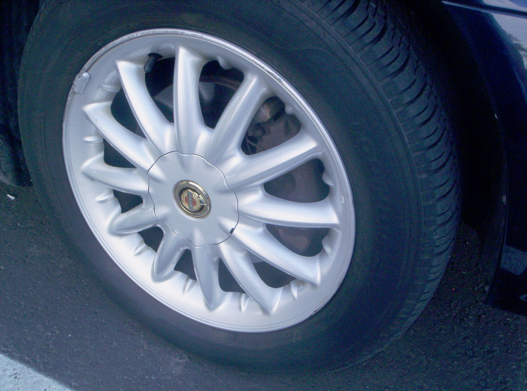 Chrysler alloy wheel from Wiki Commons - used car wheels replacement mags trim body