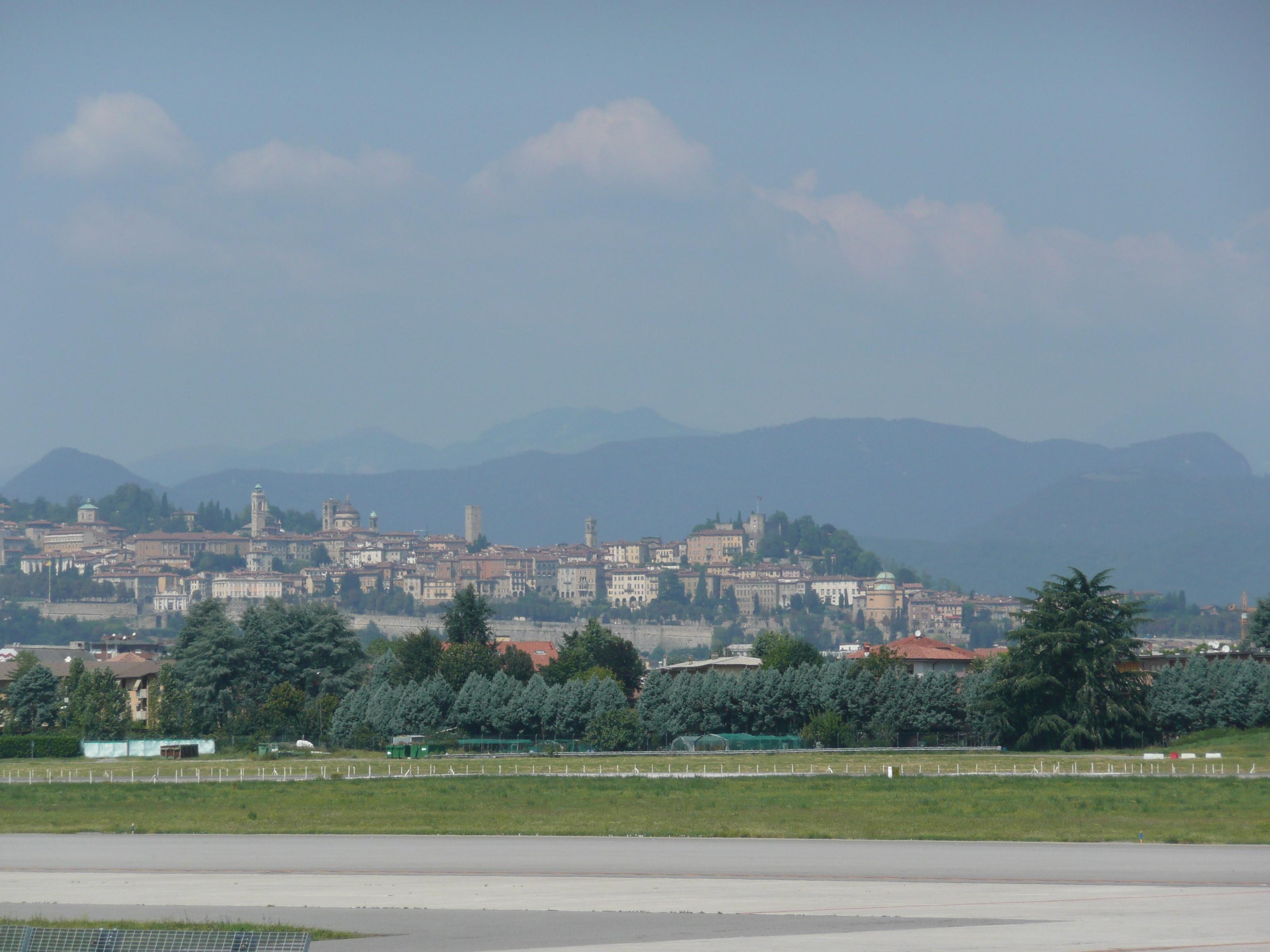 Datei bergamo view from airport bgy aeroporto di bergamo - Giardinia orio al serio ...