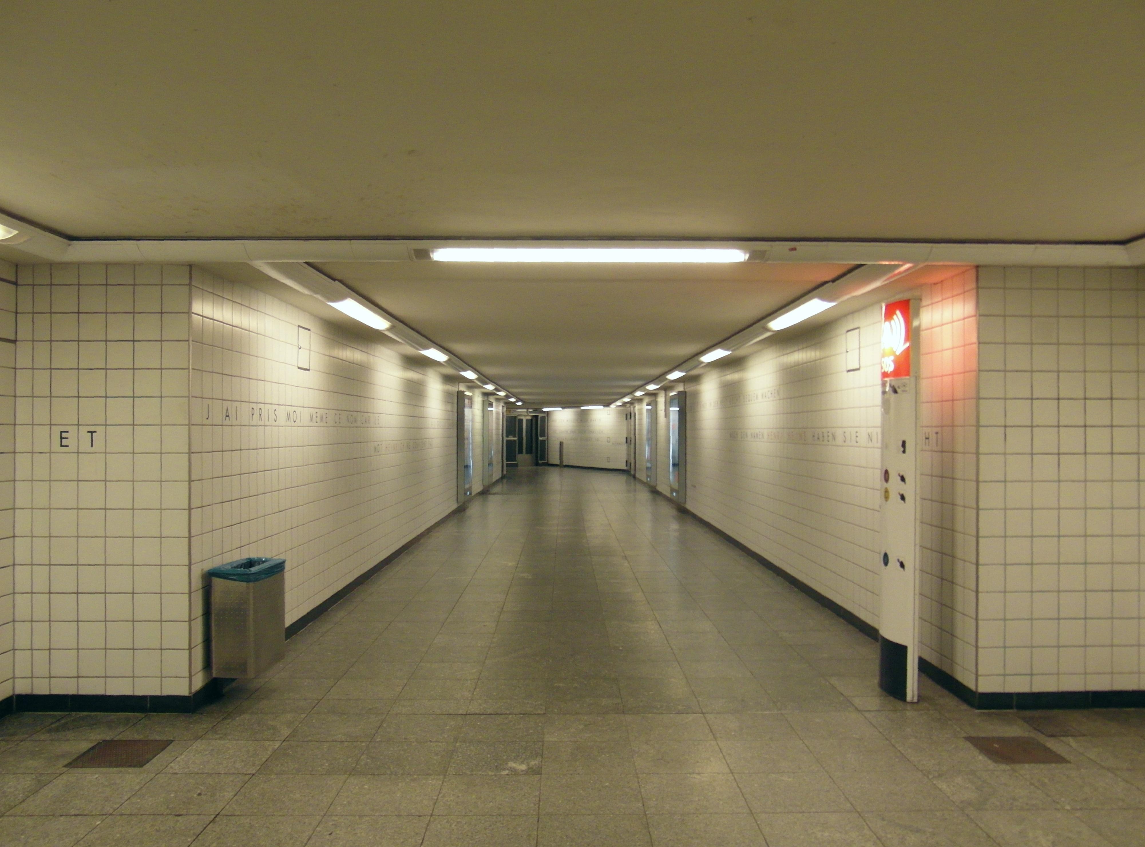 file berlin u bahnhof westhafen linie u9 7606192244 jpg wikimedia commons. Black Bedroom Furniture Sets. Home Design Ideas