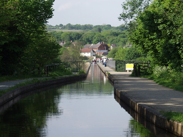 Boaters view of the aqueduct - geograph.org.uk - 640563
