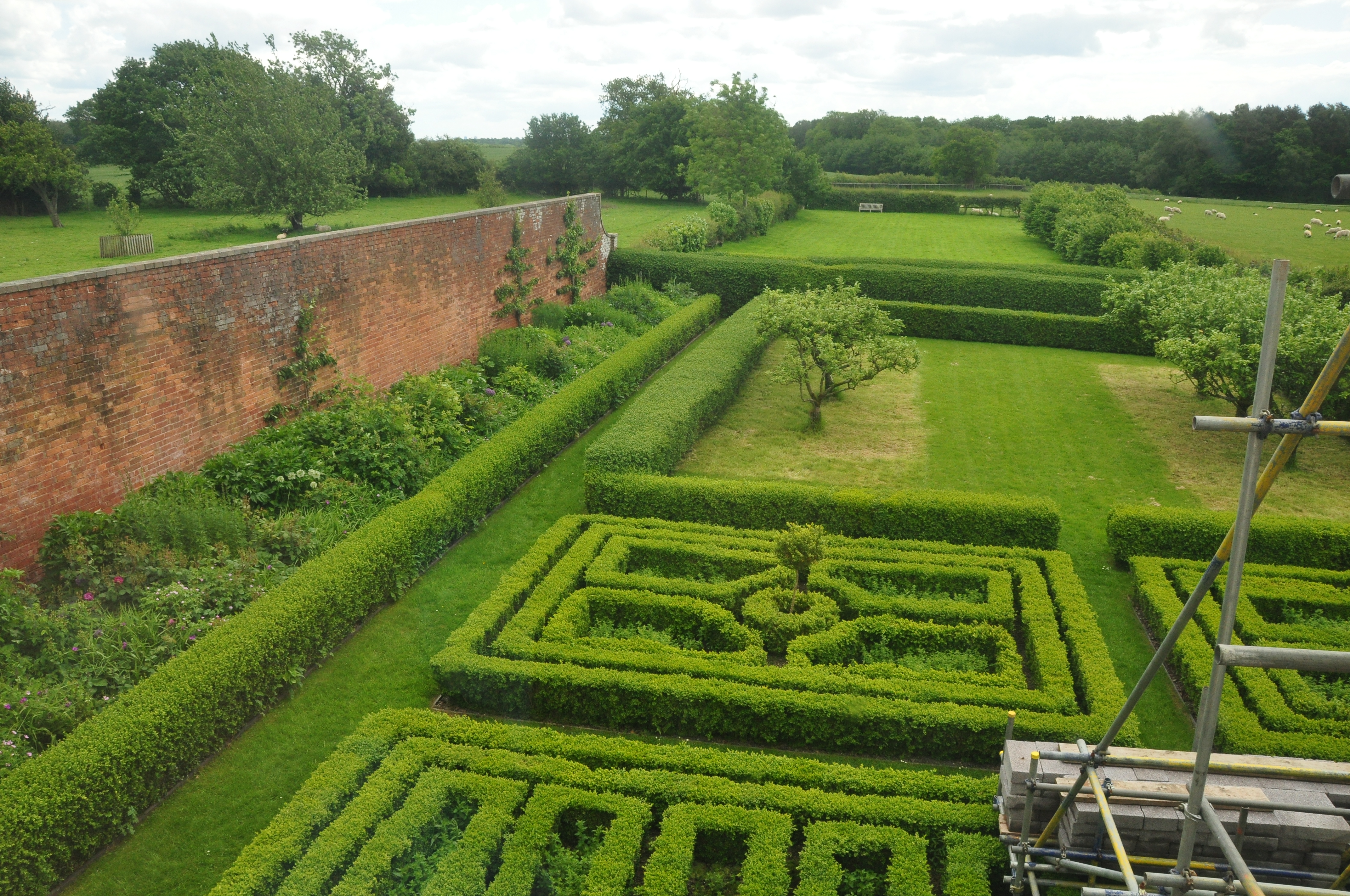 File:Boscobel House gardens (5287).jpg - Wikimedia Commons